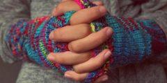 سبب برودة اليدين 240x120 - سبب برودة اليدين